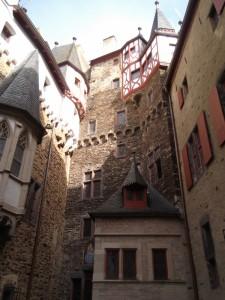 Burg Eltz_40 (600x800)